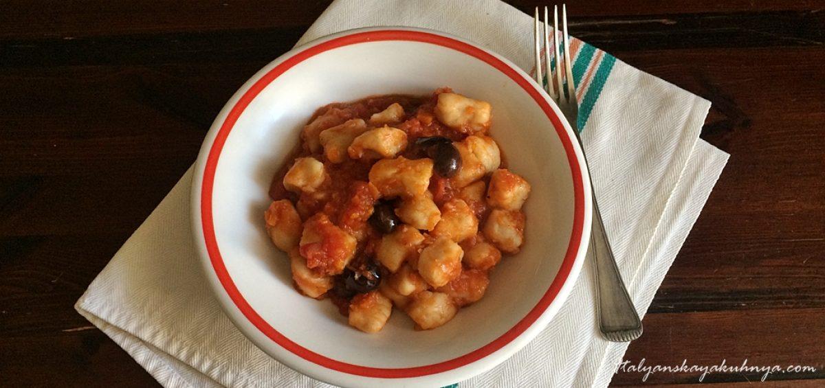 Ньокки из фасоли с овощным рагу и оливками
